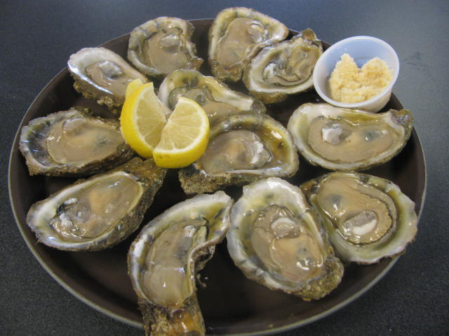 Fresh raw oysters - photo#5